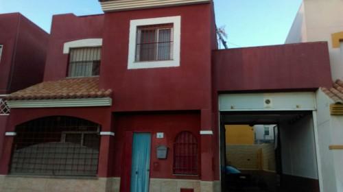 Casa semi-adosada en las LOSAS DE ALMERIA